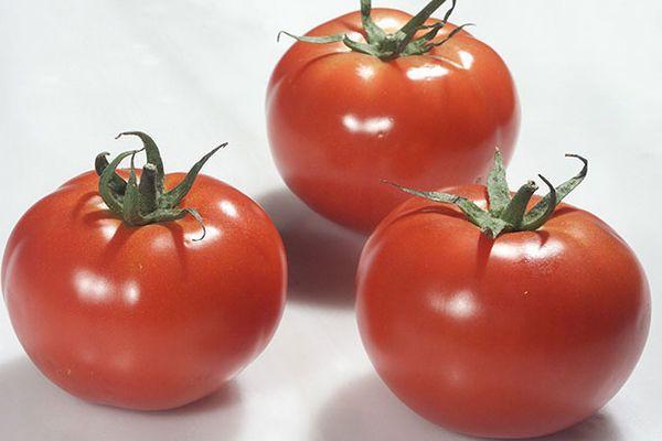 Три томата