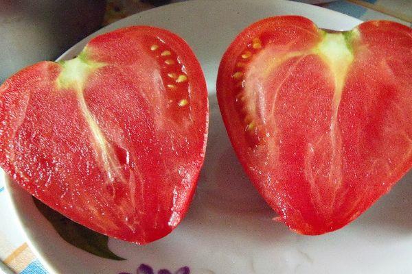 Разрезанный помидор