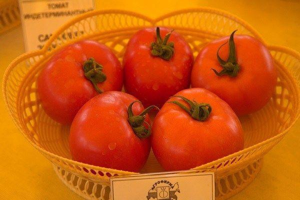 Ваза с помидорами