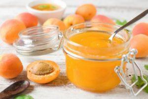 Рецепт приготовления абрикосового варенья с миндалем на зиму