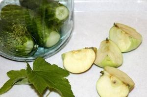 яблоки и огурцы