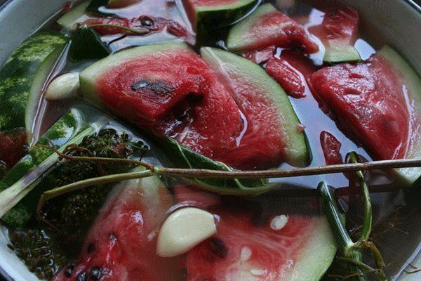 арбузы с зеленью