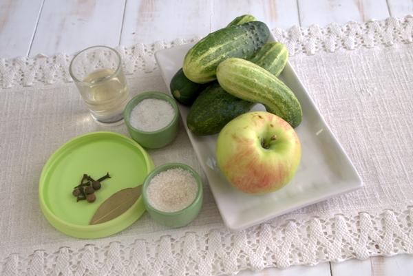 ингредиенты для приготовления огурцов с яблочным уксусом