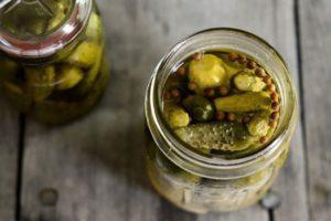 ТОП 10 рецептов маринованных огурцов с семенами горчицы на зиму, со стерилизацией и без