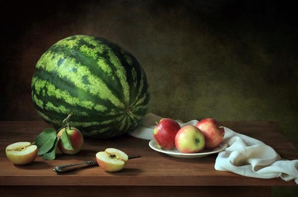 арбуз и яблоки