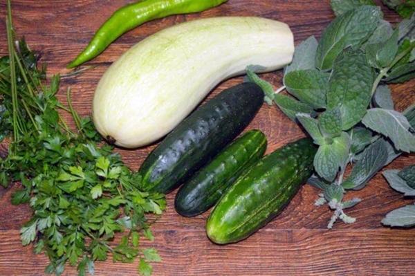 огурцы, кабачки и зелень