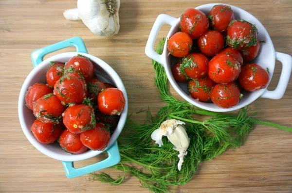 помидоры черри с зеленью
