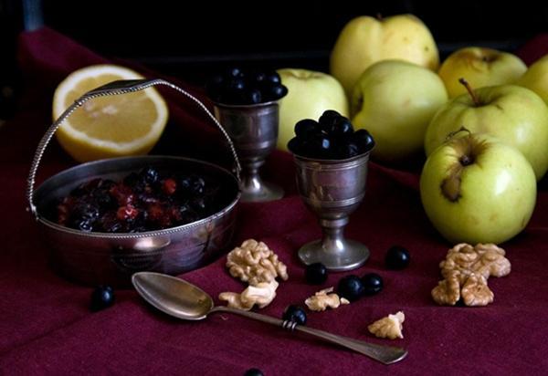 варенье из черноплодки с яблоками и орехами