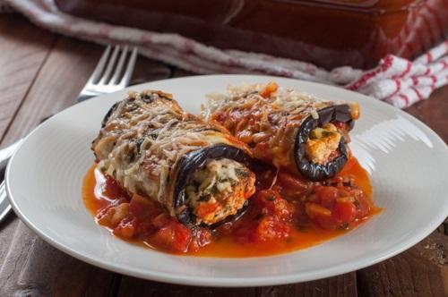рулетики из баклажанов в томатном соусе