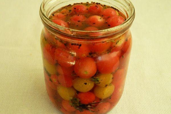 малосольные помидоры черри в банке литровой