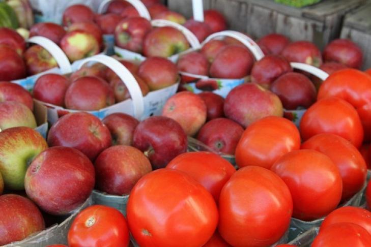 помидоры и яблоки