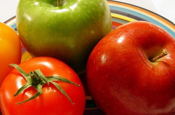 томаты и яблоки