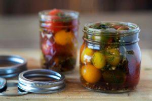 8 рецептов малосольных помидоров Черри быстрого приготовления с чесноком и горьким перцем, правила хранения
