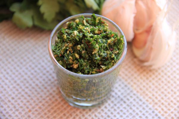 витаминная паста в стакане