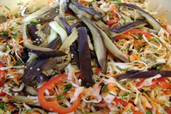 салат с капусты и баклажана