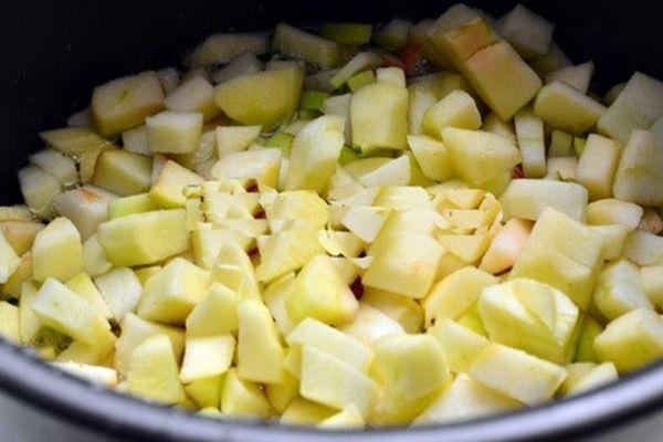 процесс варки яблок