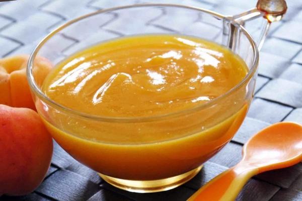 пюре из абрикосов в миске