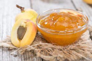 Простые пошаговые рецепты густого джема из абрикосов на зиму в домашних условиях с косточками и без