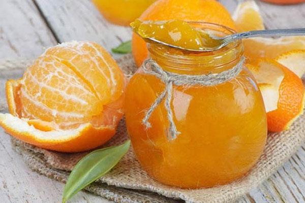 апельсиновый джем в маленькой баночке