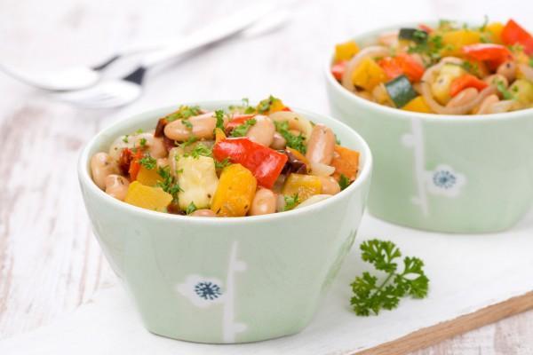 блюдо с фасоли и кабачков