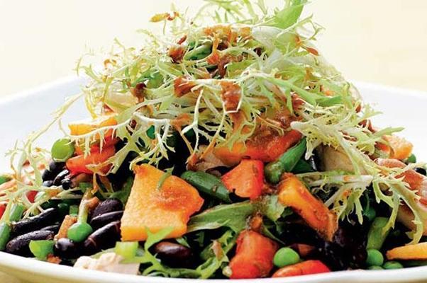 салат из черной фасоли и овощей