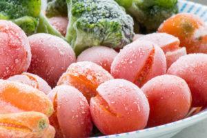 ТОП 10 рецептов, как заморозить на зиму помидоры в морозилке в домашних условиях, кусочками и целиком