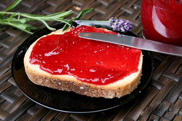 соус из красной смородины и мяты на зиму на хлебушке