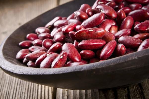 фасоль красная в миске