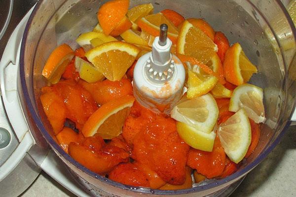 процесс приготовления варенья с абрикос, апельсина и лимона