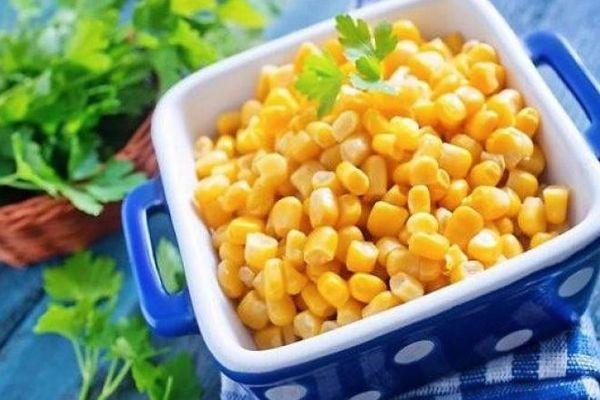 Миска с кукурузой