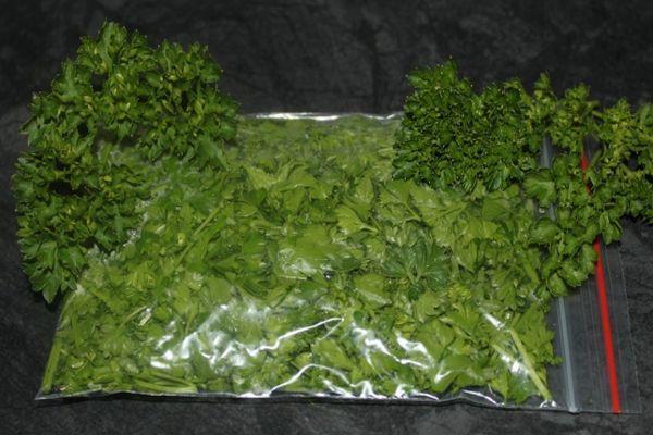 Зелень в пакетах