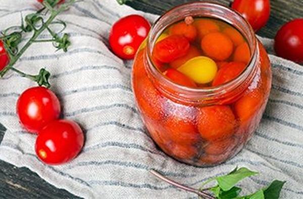 помидоры с медом в маленькой банке