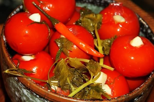 маринованные помидоры с перцем
