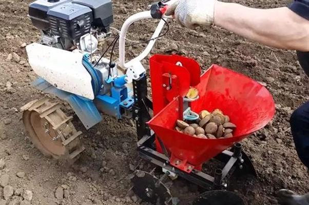 мотоблок с картошкой