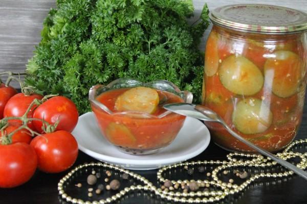 огурцы в томате в миске
