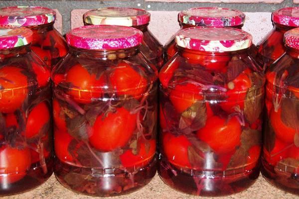 помидоры с базиликом в банке