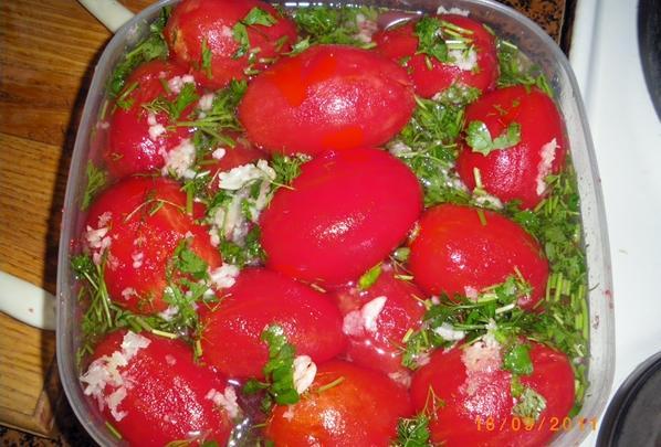 помидоры без кожицы малосольные