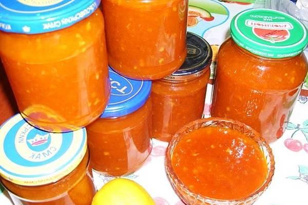 готовое варенье из абрикос и апельсина