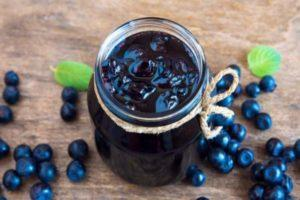 15 простых рецептов, как сварить черничное варенье в домашних условиях с яблоком, лимоном и в мультиварке