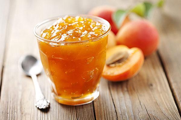 повидло из персиков в стакане