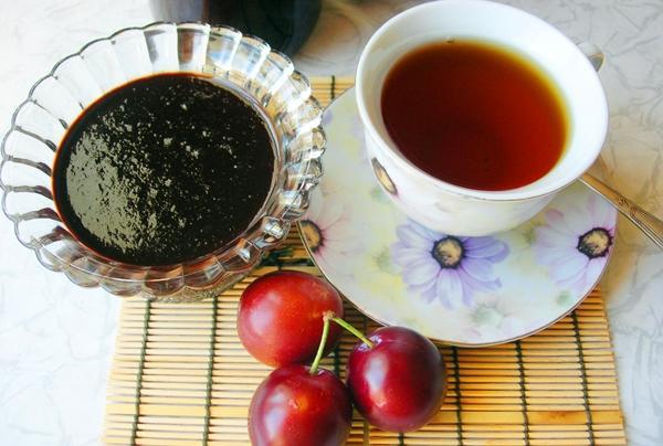 сливовое варенье с чаем