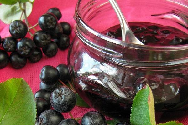 Варенье из черноплодной рябины в баночке