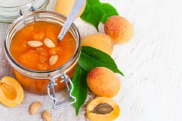 абрикосовое повидло с орешками