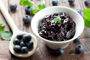 Рецепты приготовления голубики на зиму, как заморозить в морозилке или перетереть с сахаром и сохранить все витамины