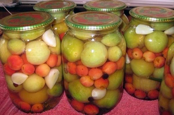 Зеленые помидоры с яблоками