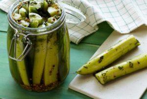 Очень вкусные рецепты хрустящих маринованных огурцов дольками на зиму со стерилизацией и без