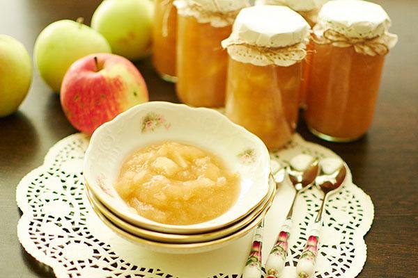 повидло из яблок в миске