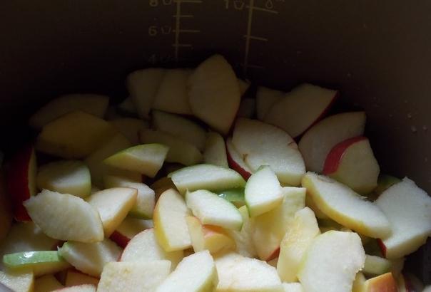 яблоки кусочками в мультиварке