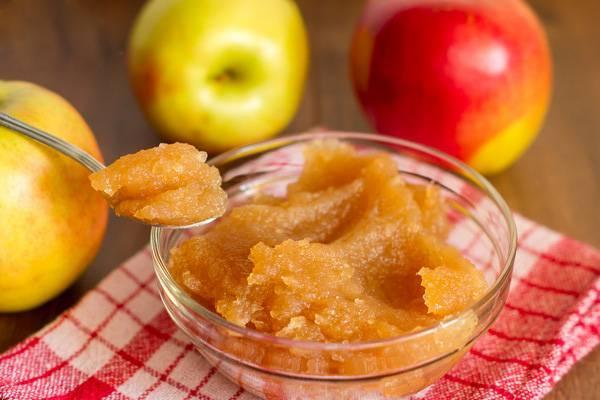джем из яблок в тарелке