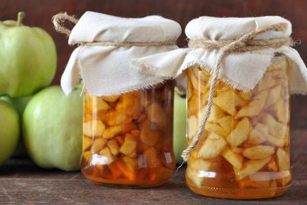 маринованные яблоки с корицей в банке